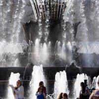 завораживающий танец воды :: Олег Лукьянов