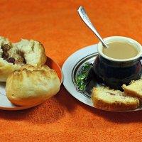 Кофе с булочкой с утра обязательно нужна! :: Андрей Заломленков