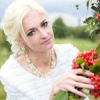 Алеся и ее красная калина :: Екатерина Гриб