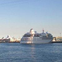 Лайнер в порту Барселоны :: Tamara