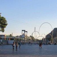 Площадь перед зданием морского порта в Барселоне :: Tamara