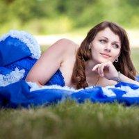 Девушка в синем платье :: Олеся Загорулько