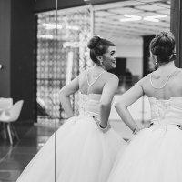 Невеста словно затерялась в 60х.. :: Наталья Корнилова