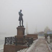 Крузенштерн на туманной набережной :: Елена
