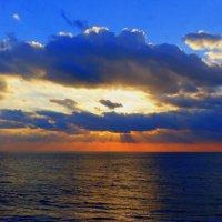 море,солнце,облака... :: Пётр Беркун