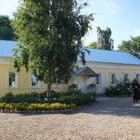 Богородицкий Житенный женский монастырь. Келейный корпус (1863 г.) :: Елена Павлова (Смолова)
