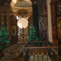 Иконостас храма, центральные врата :: Галина