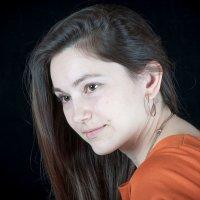 Портрет девушки_4 :: Валерий Левичев
