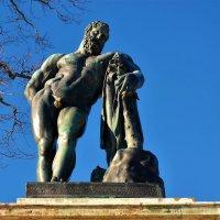 Скульптура Геркулес Фарнезский... :: Sergey Gordoff