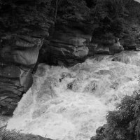Водопад   Пробой   в   Яремче :: Андрей  Васильевич Коляскин