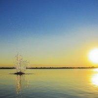 Всплеск на закате. :: юрий Амосов