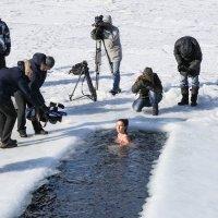Тепло ли тебе, девица, тепло ли тебе, красавица? :: Владимир Леликов