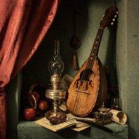 Натюрморт с мандолиной и красными яблоками :: Татьяна Карачкова