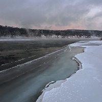 Холодное февральское утро на Ангаре... :: Александр Попов