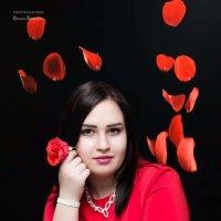Девушка в красном :: Оксана Романова