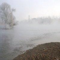 Расстилался туман над водой утром осенним... :: Екатерина Торганская