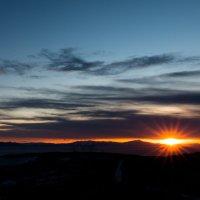 Солнце восходит на Востоке.... :: Борис Швец