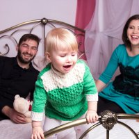 Ребёнок бежит от родителей :: Valentina Zaytseva