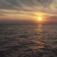 Закат на море :: Юрий Клишин