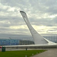 Пасмурная осень в Сочи. Фонтан в Олимпийском парке. Другой ракурс. :: Elena Izotova