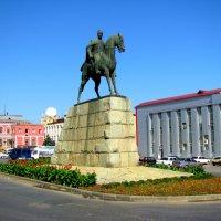 Махачкала. Памятник Махачу Дахадаеву. :: Владимир Драгунский
