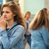 задумалась девушка,о чём :: Олег Лукьянов