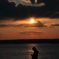 рыбачок на заходе солнца :: Naum