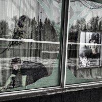 Женщины в витрине. :: Анатолий. Chesnavik.