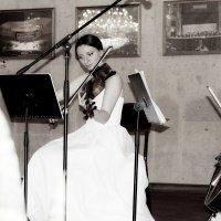 Девушка и музыка. :: ЕВГЕНИЯ