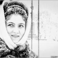 Красивая женщина в зимнем городе. :: Дядя Юра