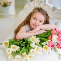 Милашка в тюльпанах :: Светлана Сенюк