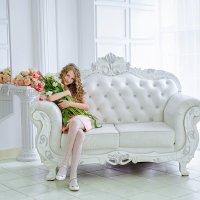 Красотка с тюльпанами :: Светлана Сенюк