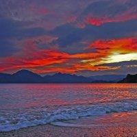 огнем пылают небеса, море и горы тоже опаляя :: viton