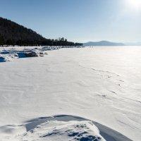 Берег Байкала под снегом :: Сергей Алексеев