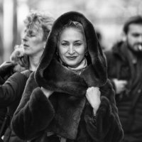 Мимолётная улыбка проходившей мимо женщины :: Александр Степовой