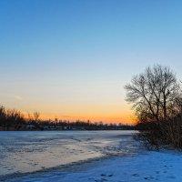 Зимний вечер на речке. :: Владимир