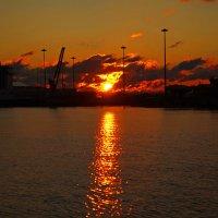 Закат в порту :: Элина Любицкая (Одинова)