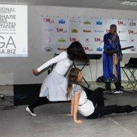 Танец девушек под исполнение Саяна. :: Наталья Золотых-Сибирская