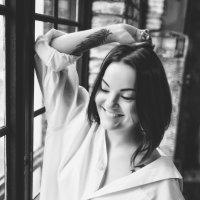 У окна :: Ксения Базарова