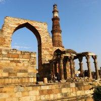 Кутб-Минар — самый высокий в мире кирпичный минарет , Индия :: vasya-starik Старик