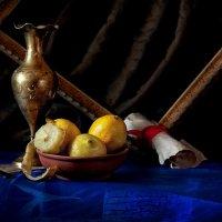 Натюрморт с вазой и лимонами :: Владимир Голиков