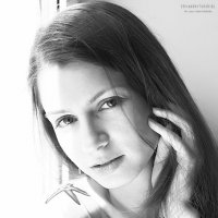 Девушка у окна :: Олександр Волжский