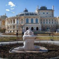 Сегодня, 8 марта у Оперного. :: Вахтанг Хантадзе