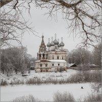 Храм у реки. :: Александр Назаров