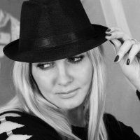 Дама в шляпке :: Юлия Яровенко