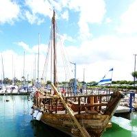 Нашу гавань посетили корабли... :: Николай Волков