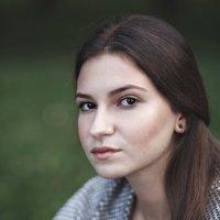 Портрет задумчивой девушки :: Евгений Никифоров