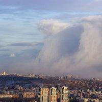 Снежное облако над городом :: Сергей Щербинин