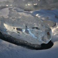 Нерукотворная ледяная фигура. :: Елена Савчук