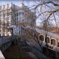 Киев. Станция фуникулера на фоне  МИДа. :: Валентина Данилова